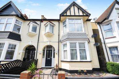 3 Bedrooms Flat for sale in Westcliff-On-Sea, Essex