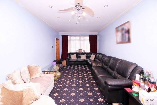 5 Bedrooms Semi Detached House for sale in North Hyde Lane Norwod Green, Southall, UB2