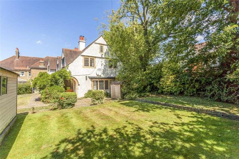 4 Bedrooms Detached House for sale in Hillside Road, Bushey, Hertfordshire, WD23