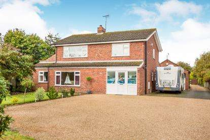 3 Bedrooms Detached House for sale in Ludham, Gt Yarmouth, Norfolk