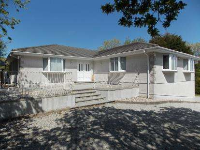 4 Bedrooms Bungalow for sale in Mabe Burnthouse, Penryn, Cornwall