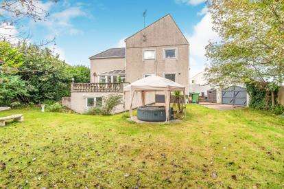 4 Bedrooms Detached House for sale in Eithinog, Gors Avenue, Holyhead, Sir Ynys Mon, LL65