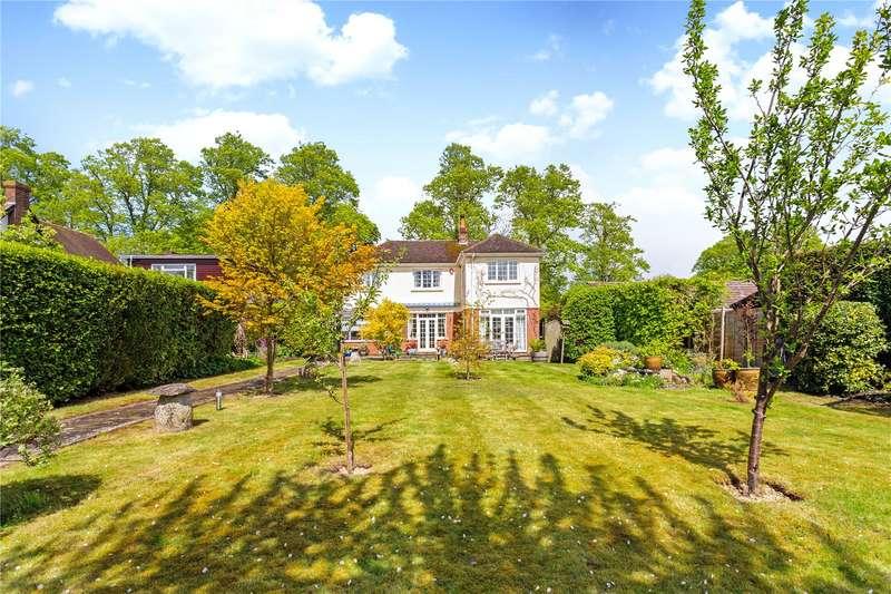3 Bedrooms Detached House for sale in Stonehenge Road, Amesbury, Salisbury, Wiltshire, SP4