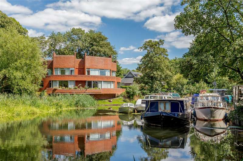 4 Bedrooms Detached House for sale in White Lilies Island, Mill Lane, Windsor, Berkshire, SL4