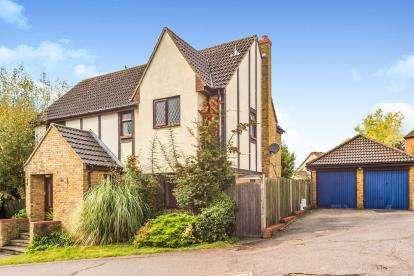 4 Bedrooms Detached House for sale in Conifer Walk, Stevenage, Hertfordshire