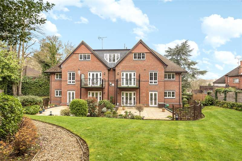 2 Bedrooms Apartment Flat for sale in Park House, South Park Crescent, Gerrards Cross, Buckinghamshire, SL9