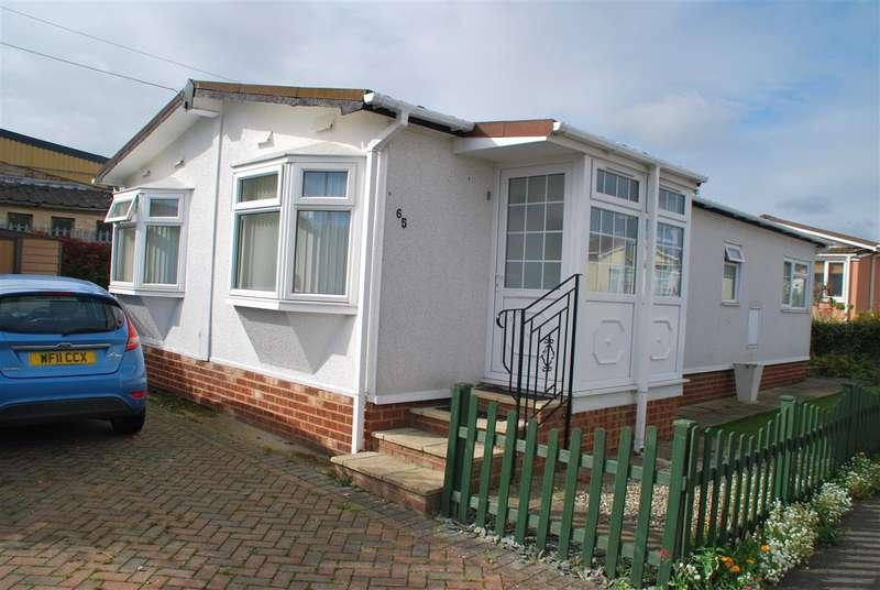 2 Bedrooms Park Home Mobile Home for sale in BEECH ROAD, HOO MARINA PARK, HOO ST WERBURGH