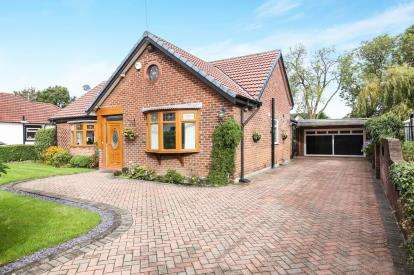 4 Bedrooms Bungalow for sale in Styal Grove, Gatley, Cheadle, Cheshire
