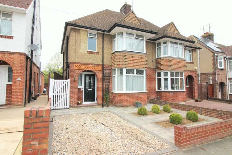 3 Bedrooms Semi Detached House for rent in Fountains Road, Luton, Bedfordshire, LU3 1LU