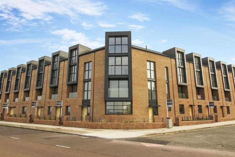 4 Bedrooms Terraced House for sale in High Point View, Promenade, Cullercoats