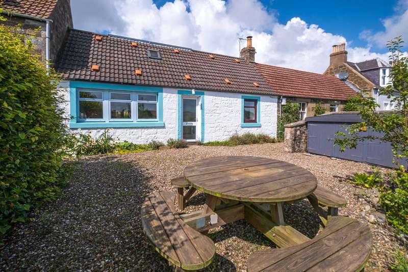 3 Bedrooms Terraced House for sale in Sanaig, Chance Inn, Cupar, Fife, KY15