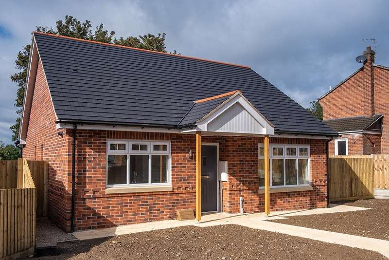 2 Bedrooms Detached Bungalow for sale in Eureka Lodge Gardens, Swadlincote, Derbyshire, DE11