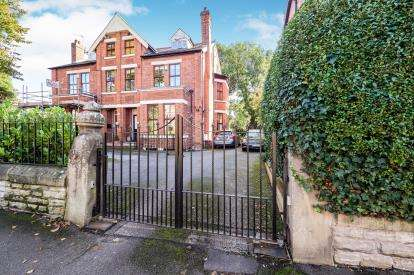 2 Bedrooms Flat for sale in Catterick Road, Didsbury, Manchester, Gtr Manchester