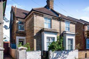 4 Bedrooms Semi Detached House for sale in Arundel Road, Croydon