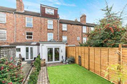 3 Bedrooms End Of Terrace House for sale in Lansdowne Street, Lansdowne, Worcester, Worcestershire