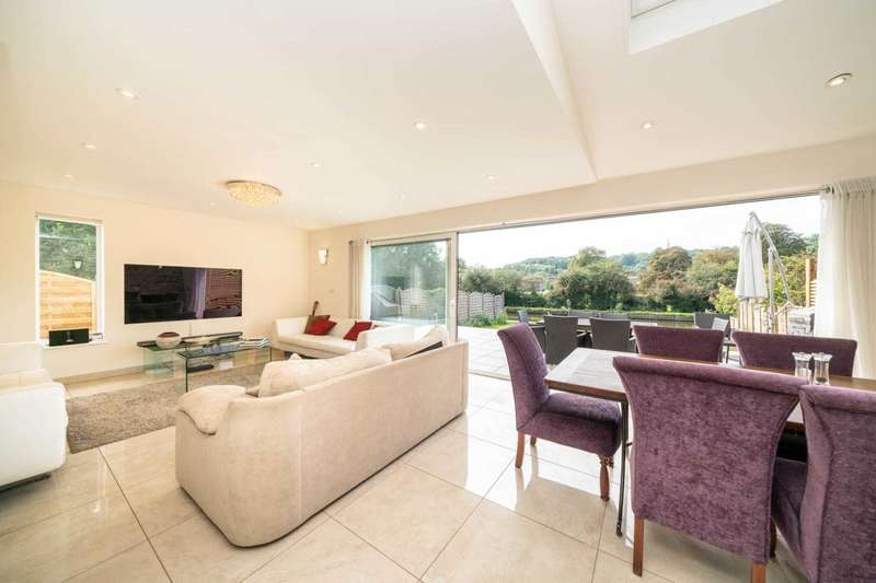 5 Bedrooms Semi Detached House for sale in LUXURIOUSLY REFURBISHED AND WITH GARDEN BACKING ON TO THE GRAND UNION CANAL