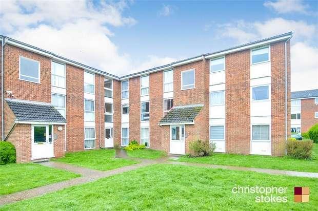 2 Bedrooms Flat for sale in Clyfton Close, BROXBOURNE, Hertfordshire