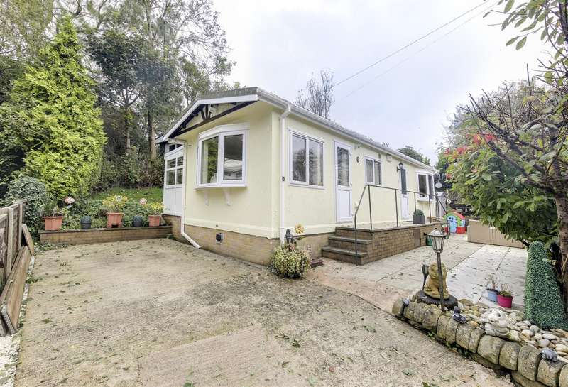 2 Bedrooms Park Home Mobile Home for sale in Hall Park, Acre, Rossendale