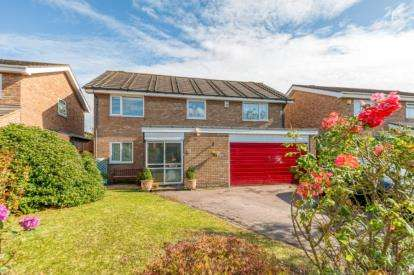 4 Bedrooms Detached House for sale in Colchester Way, Bedford, Bedfordshire