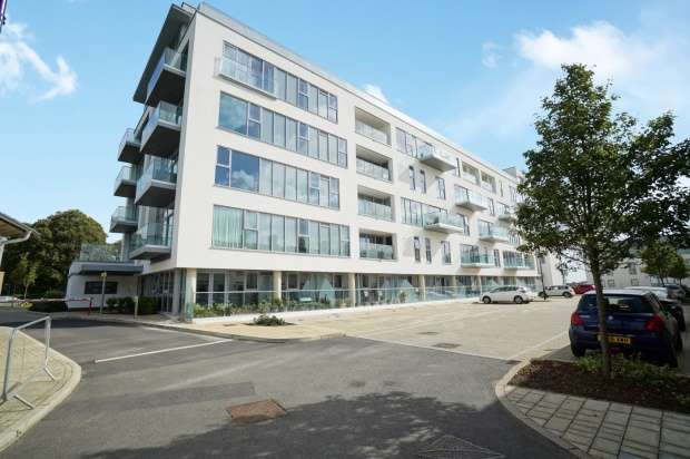 2 Bedrooms Apartment Flat for sale in Discovery Road, Plymouth, PL1 4PR