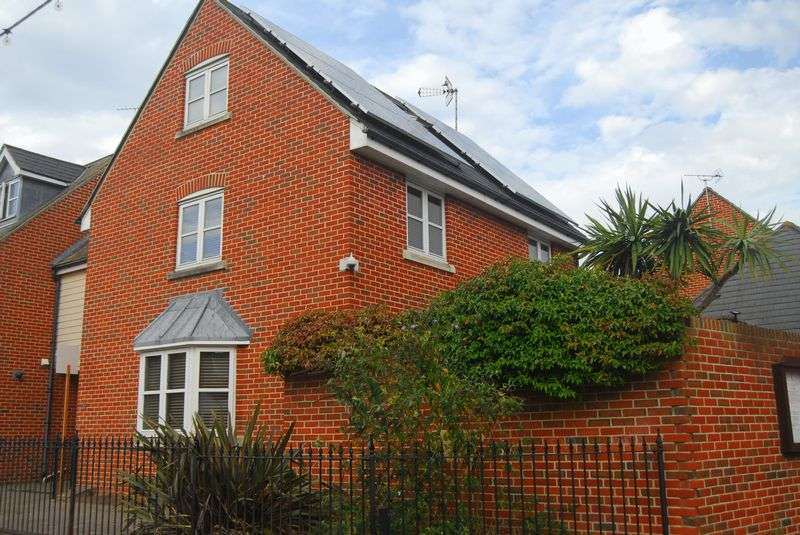 5 Bedrooms Property for sale in Chapel Road, Brightlingsea, Colchester