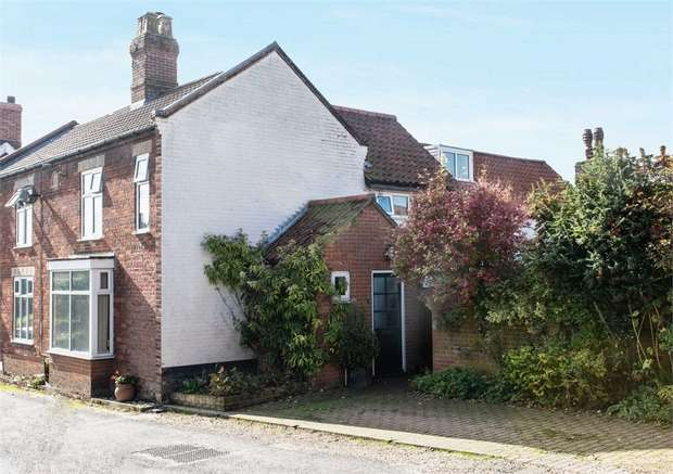 2 Bedrooms Semi Detached House for sale in Hall Lane, Hingham, Norwich, Norfolk