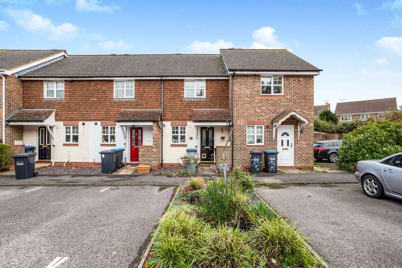 2 Bedrooms Terraced House for rent in Saxby Road, Burgess Hill