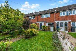 4 Bedrooms Terraced House for sale in West Road, Chessington, Surrey