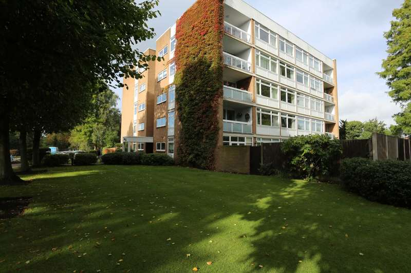 3 Bedrooms Apartment Flat for rent in The Bowls, Chigwell