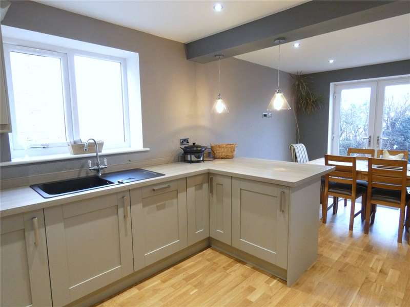 5 Bedrooms Property for sale in Holdsworth Street, Cleckheaton