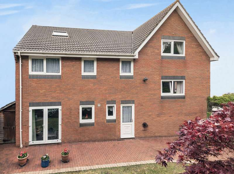 4 Bedrooms Detached House for sale in Shepherds Way, Bournemouth BH7
