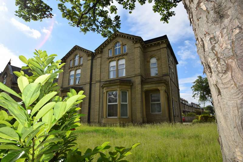 2 Bedrooms Apartment Flat for rent in Wellington Crescent, Shipley BD18