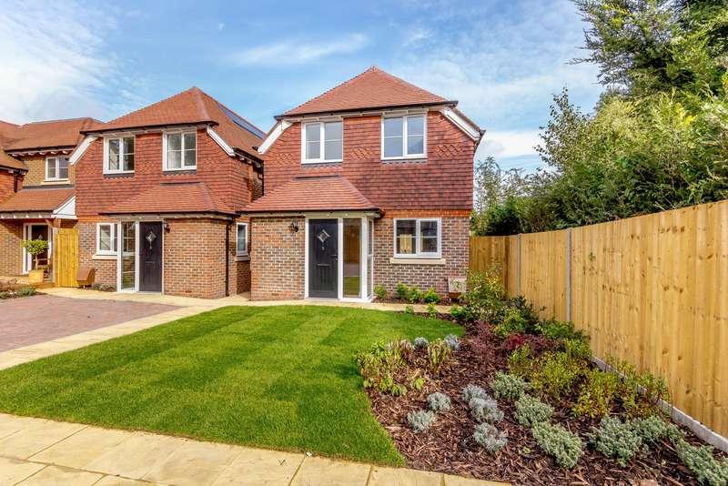 2 Bedrooms Detached House for sale in New Inn Lane, Burpham, Guildford, GU4