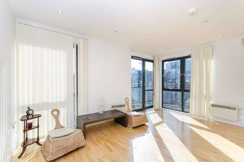 2 Bedrooms Flat for rent in Waterworks Yard, Croydon, CR0