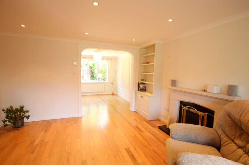 4 Bedrooms Detached House for sale in Tinsey Close, Egham, TW20
