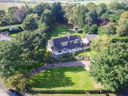 5 Bedrooms Detached House for sale in Holme Lane, Seamer, Middlesbrough, North Yorkshire