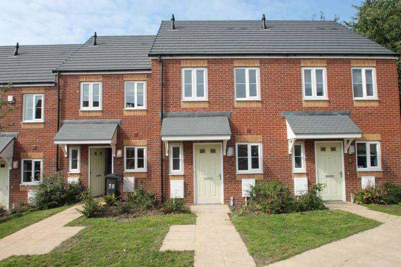 2 Bedrooms Terraced House for rent in Bottle Kiln Rise, Brierley Hill, West Midlands, Dy5