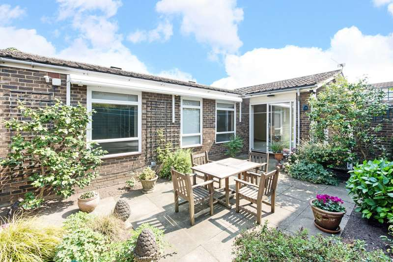 2 Bedrooms Bungalow for rent in Coney Acre, London