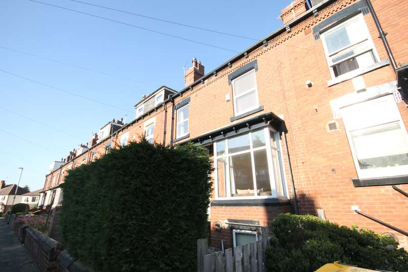 3 Bedrooms Terraced House for rent in Trelawn Avenue, Headingley, Leeds, LS6 3JN