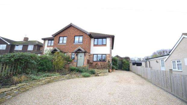 3 Bedrooms Semi Detached House for sale in West End Lane, Warfield, Berkshire