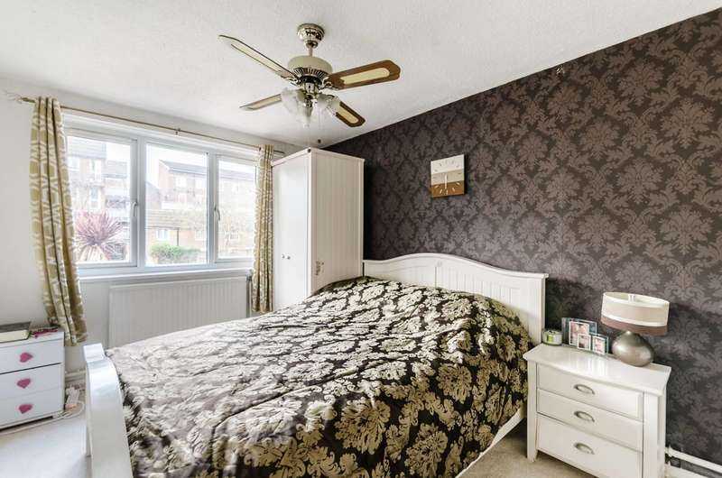 2 Bedrooms Flat for sale in Sedgmoor Place, Camberwell, SE5