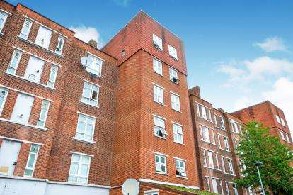 2 Bedrooms Flat for sale in Nelson Mandela House, 124 Cazenove Road, London, England