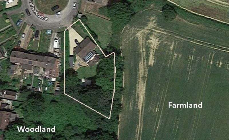 3 Bedrooms Property for sale in Luffs Meadow, Northchapel