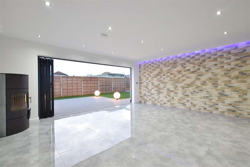 5 Bedrooms Detached House for sale in Eastoke Avenue, , Hayling Island, Hampshire