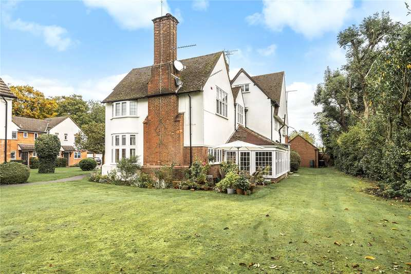 2 Bedrooms Maisonette Flat for sale in Tunmers House, Narcot Lane, Gerrards Cross, Buckinghamshire, SL9