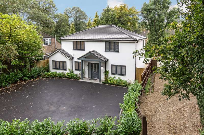 5 Bedrooms Detached House for sale in Norfolk Farm Road, Woking, GU22