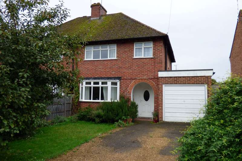 3 Bedrooms Semi Detached House for sale in Englefield Road, Theale