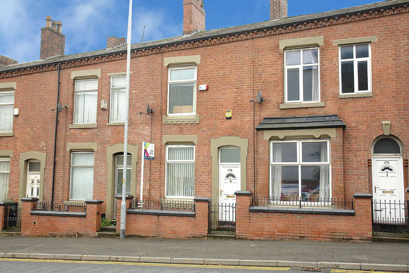 2 Bedrooms Terraced House for sale in Ashton Road, Oldham
