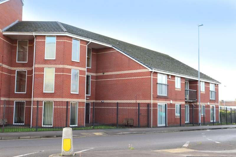 2 Bedrooms Flat for sale in Timperley Court, Widnes, Cheshire, WA8