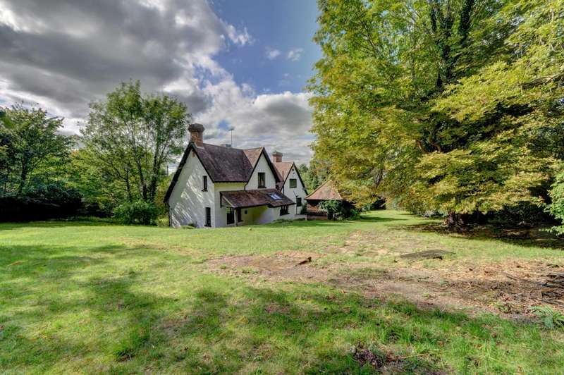 5 Bedrooms Detached House for sale in Great Kimble - Substantial Country House